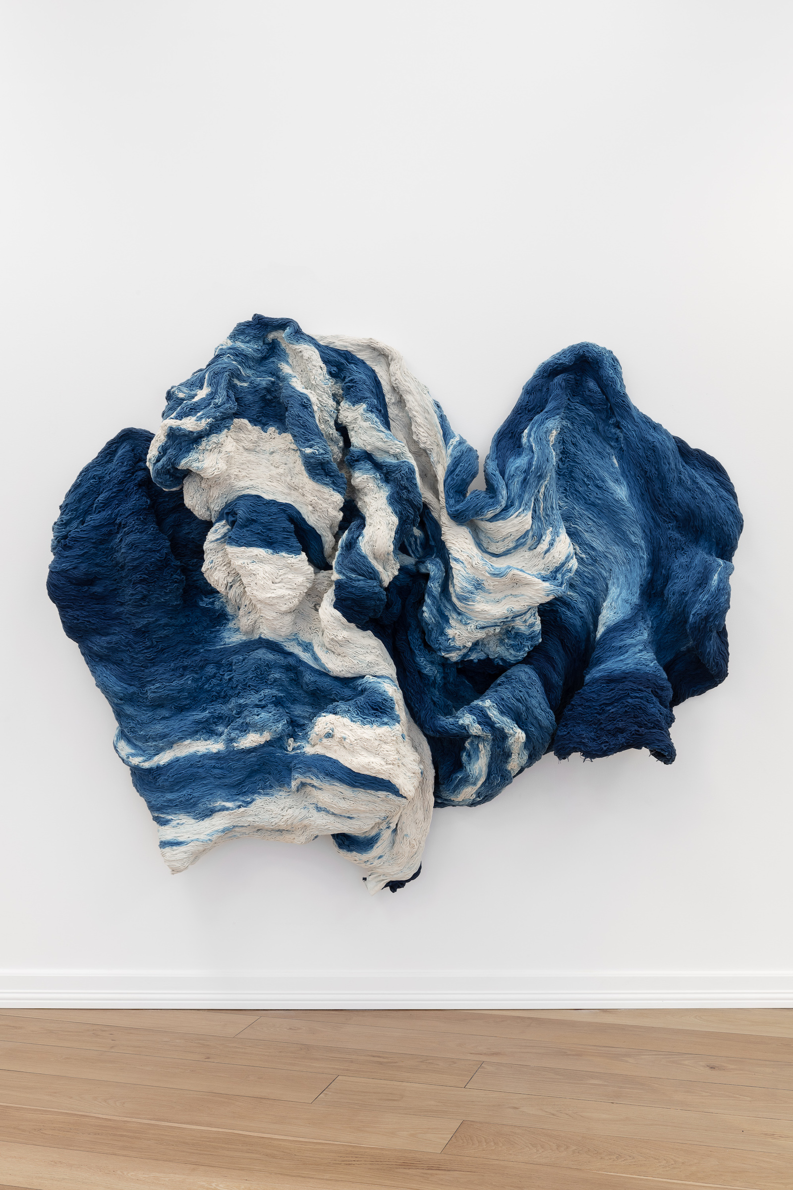 Hanne Friis, Bølge / Wave, 2018-21, cotton canvas hand dyed by synthetic indigo; hand stitched, 160 x 180 x 35 cm