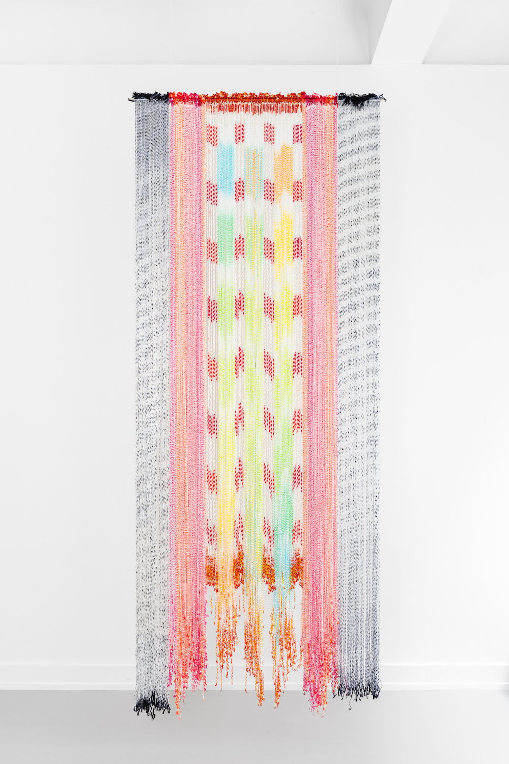 Ellen Grieg, Slør, 2004, textile work in hand coloured nylon, 285 x 100 cm